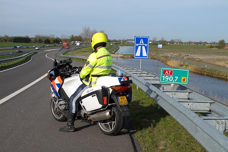 Check bij de politie op de motorbeurs